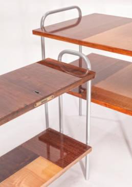 politurowane stoliki na stalowej konstrukcji