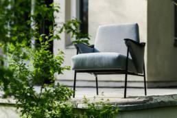 fotel nietoperz odnowiony, niebieska tapicerka